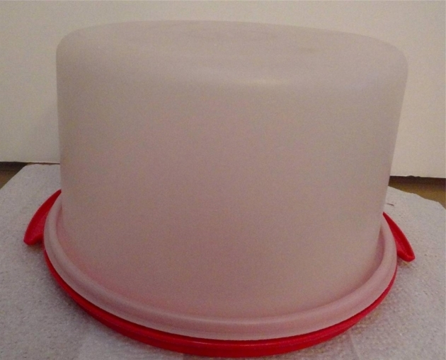 Picture of Vintage Retro Tupperware Large 12 Round Piecake Food Storage Pie Storage Container