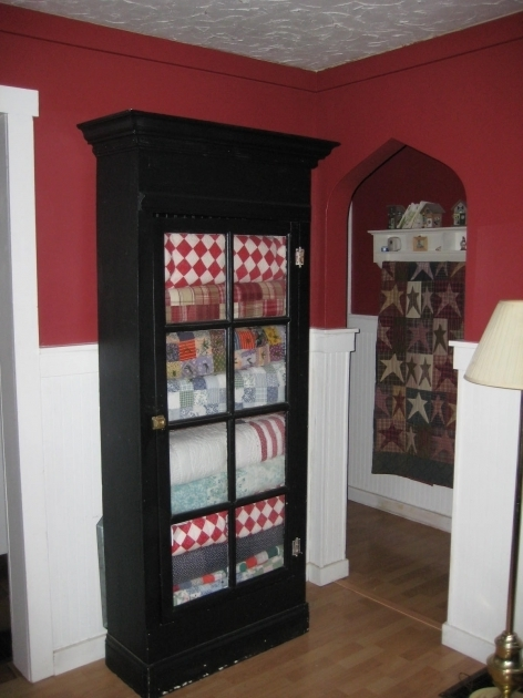 Amazing How Someone Displayed Her Grandmothers Quilts I Only Have 1 Quilt Storage Cabinets